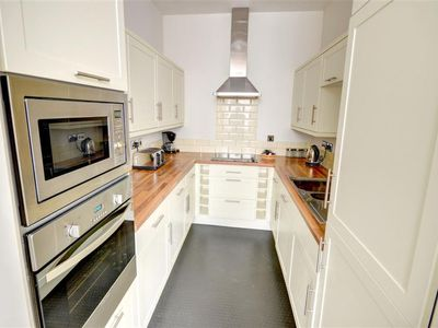 Photo for Apartment Seagull in Scarborough - 4 persons, 2 bedrooms