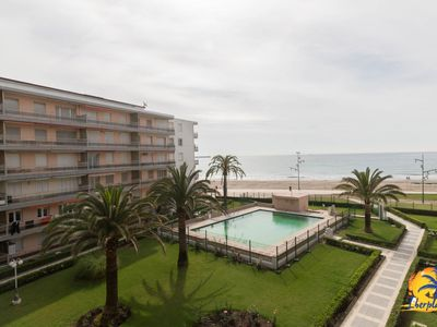 Photo for Nice apartment 5 pax first line of sea in La Pineda (Salou).