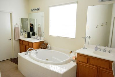 Master Suite - His and hers sinks with jacuzzi tub!