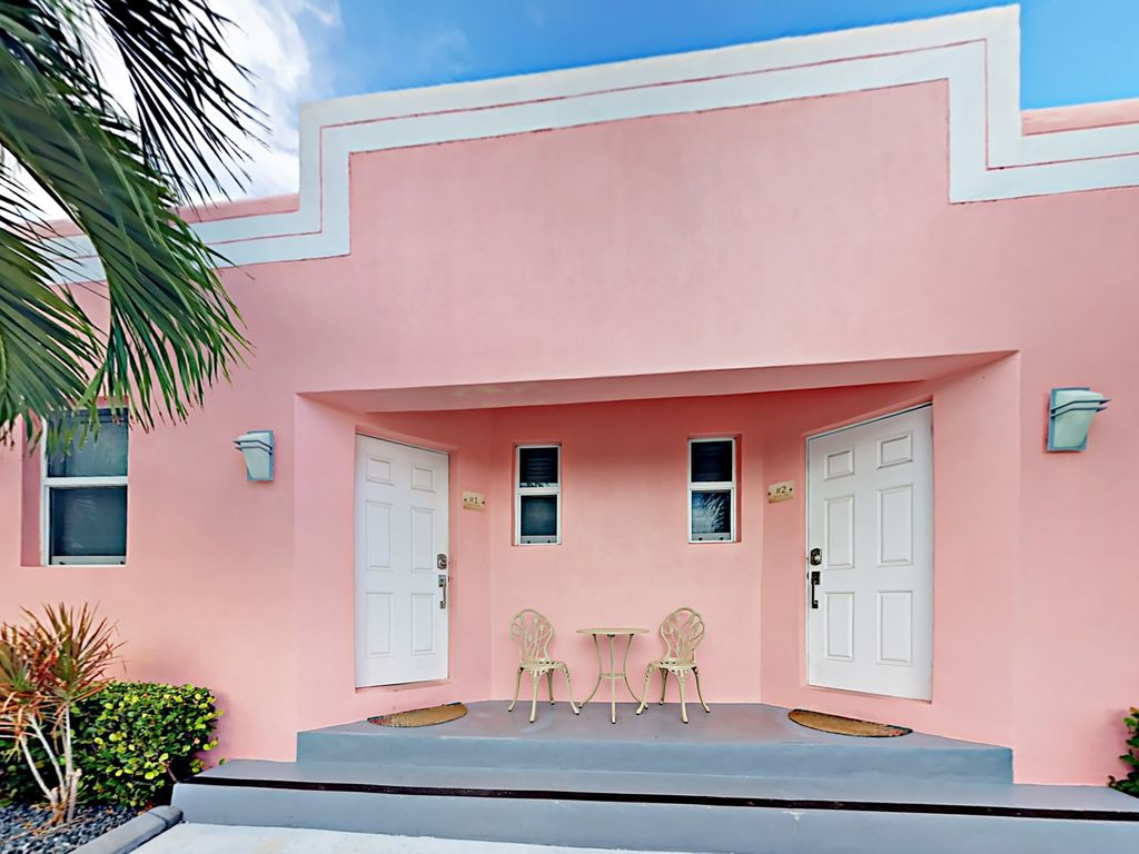 Limescape At Art Deco Beach Bungalows 1 Block To