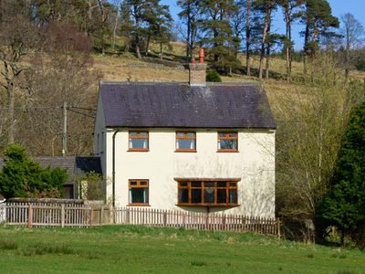 Photo for HARTAM HOUSE, pet friendly, with open fire in Falstone, Ref 15521