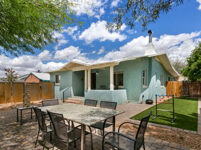 Fun newly renovated cottage close to UofA & downtown!!