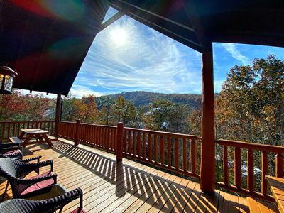 Bearadise Ridge!  A Rustic Cabin in the Heart of Wears Valley just 4 miles from the GSMNP entrance!