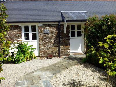 Photo for Daisy Cottage - Unwind in a cosy stone cottage.