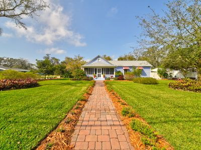 Photo for Charming Historical Cottage in Eau Gallie Art District