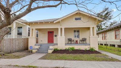 Photo for Totally redone 3 bedroom/2 bath with NOLA charm, new appliances & furnishings!