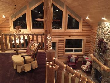 Luxurious SW Montana Log Cabin near Maverick Mountain skiing & Elkhorn Hotspring