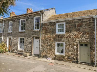 Photo for MURAL COTTAGE, family friendly in Mousehole, Ref 976546