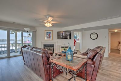Enjoy luxe living at Dainty Dot's Regatta Bay Retreat!
