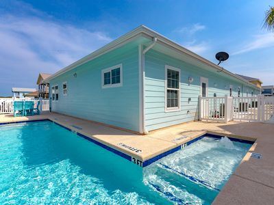 Photo for Island Time 102, Pool, Close to Beach, WiFi, FREE GOLF CART