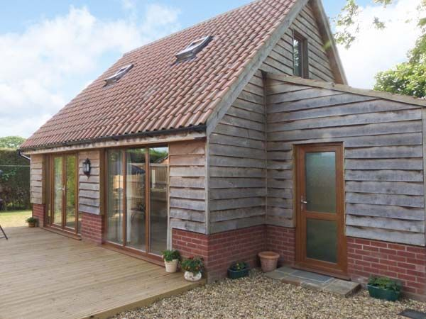 Foxley lodge pet friendly with a garden homeaway for Garden decking norwich