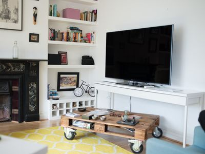 Photo for Quirky 2 bed in Fulham
