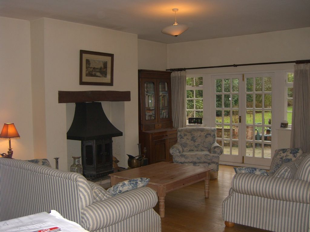 Tadcaster cottage rental sitting room with flat screen tv