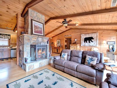 Photo for Resting Bears, 3 Bedrooms, Sleeps 8, Fireplace, Pool, Golf, Hot Tub, View