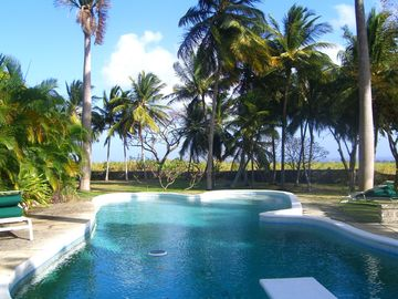 LUXURY COTTAGE AND SEPARATE VILLA WITH LARGE POOL  - Dovecote Cottage