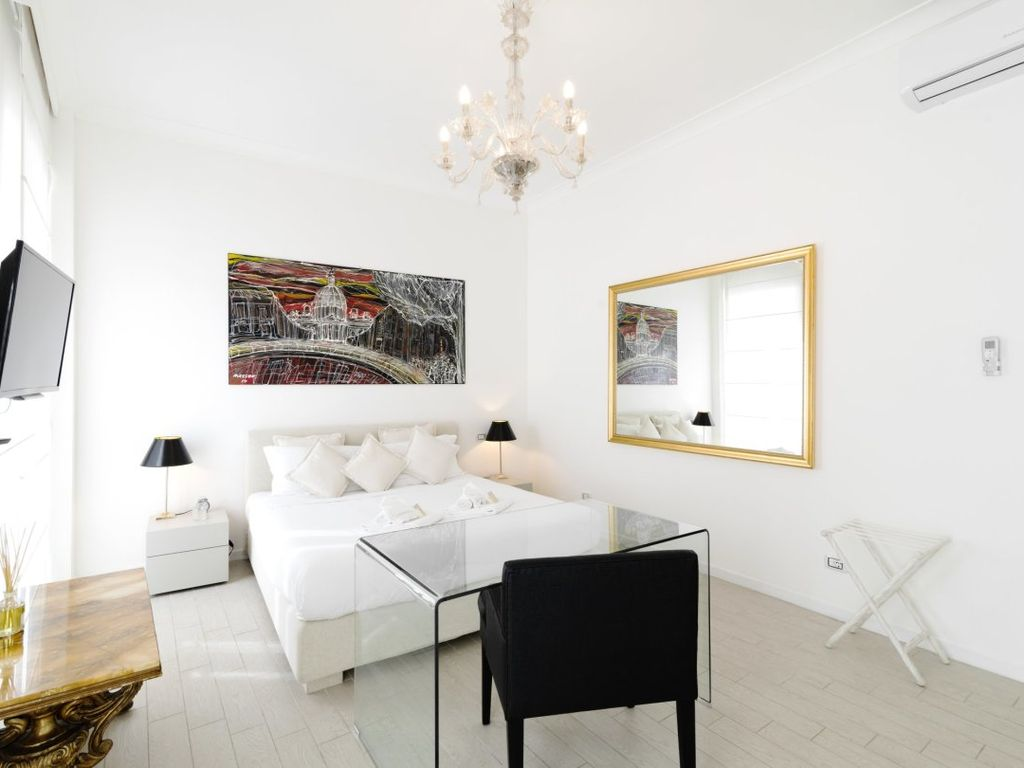 Cozy Apartment with 2 bedrooms only 100 meters far from Spanish ...
