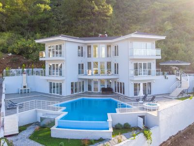 Photo for Mountain Villa with private pool