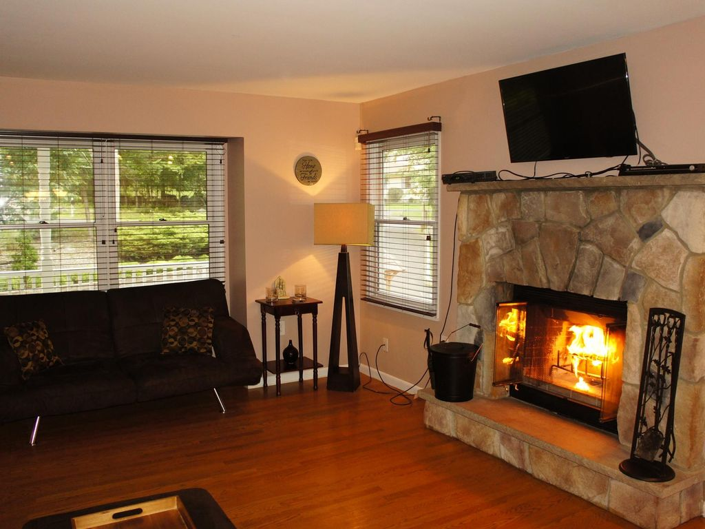 charming five bedroom home with a pool homeaway east stroudsburg