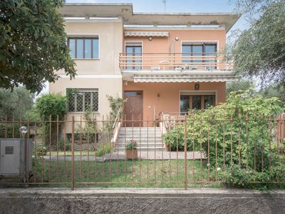 Photo for Charming, with balcony and very close to the lake - Casa del Capitano vista giardino