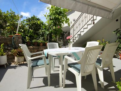 Photo for One bedroom apartment with terrace Hvar (A-109-a)