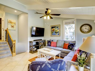 Fabulously updated and spacious split-level villa close to the beach!