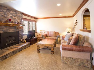 Photo for Condo with WiFi, shared hot tub, pool, rec room- walking distance to Canyon Lodge!