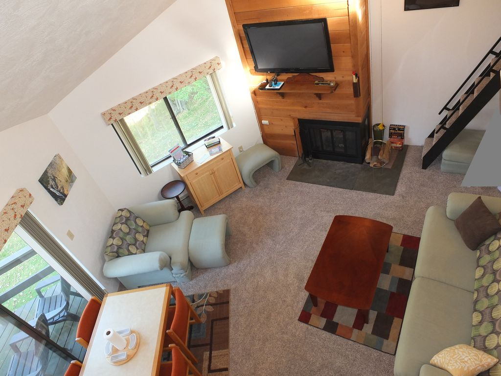 HIDDEN VALLEY 2 BED + LOFT, TOP OF MOUNTAIN SLEEPS 10