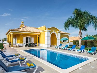Photo for Ideally situated family villa on one floor, in a quiet and peaceful cul-de-sac between Vale de Parra
