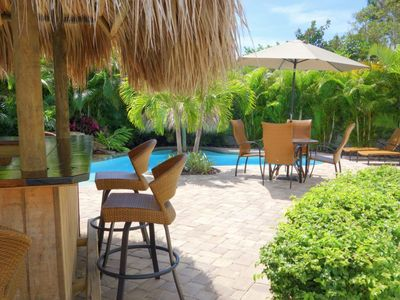 Serendipity: Very Private Tropical Pool Area with Rockin Tiki Bar,Close to Beach