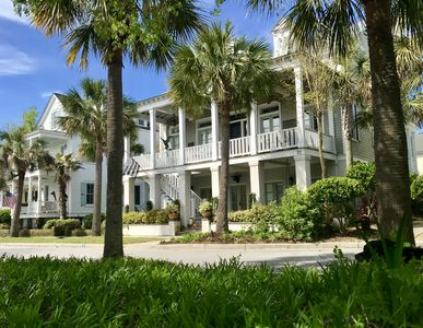 Photo for airy beautifully furnished 5 bedroom  house located 10 min. from charleston