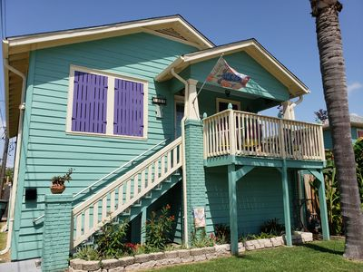 Photo for Beach Cottage, close to Seawall and many restaurants. Dog friendly!