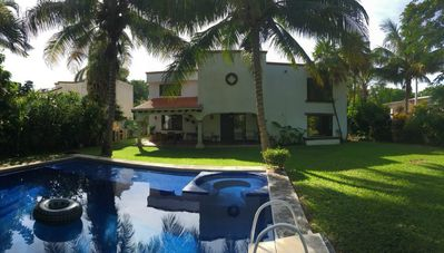 Photo for 4 Bedrooms Mansion, 10 minutes from Airport.