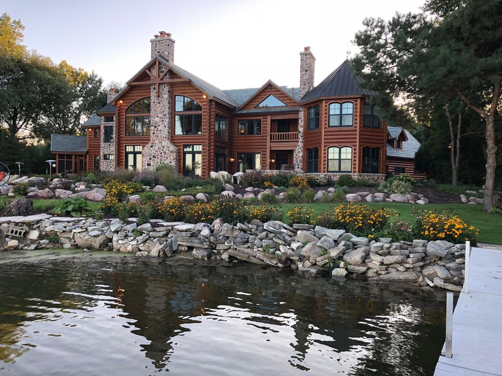 10,000 Sq Ft Log Home On The Bay Of Green Bay