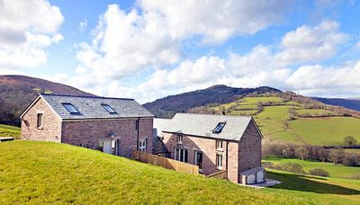 Photo for 6 bedroom Villa, sleeps 11 in Cwmyoy with WiFi