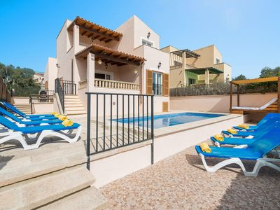 Photo for Charming holiday home with pool – Villa Neo