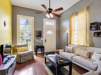 Photo for Sunny & Cheerful Home near the French Quarter and the Superdome!
