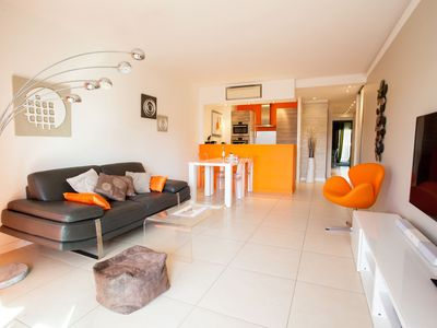 Photo for Modern two bedroom apartment with two bathrooms, just behind the CARLTON