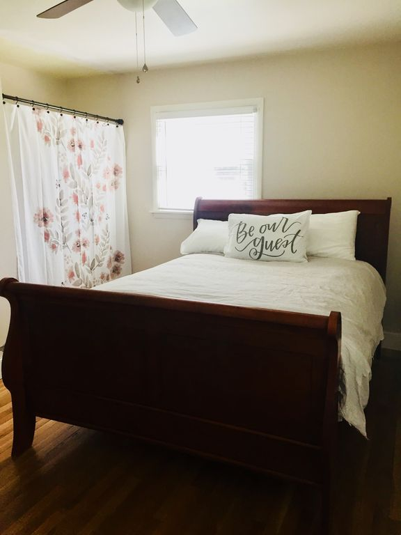 Ranch Bungalow less than 5 minutes from Grand Park