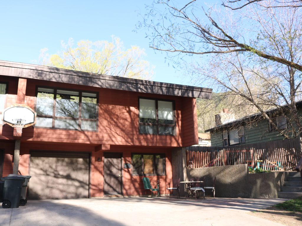 Glenwood springs home close to downtown vrbo for Cabins for rent near glenwood springs