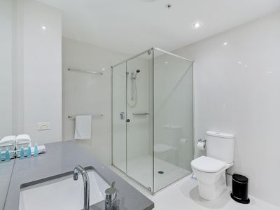 Photo for Circle on Cavill - 3 Bedroom City - 5 Night - 1034 - Self-contained unit with full kitchen