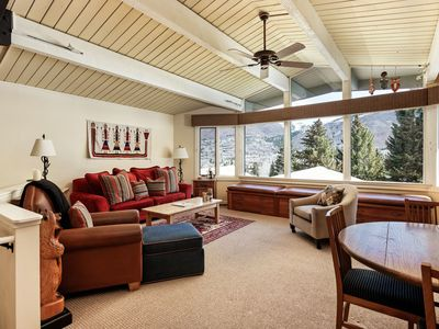 Deluxe ski-in/ski-out 2 bedroom townhouse.  Includes health club passes. ShadMtn15