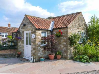 Photo for PEG'S COTTAGE, pet friendly, with a garden in Helmsley, Ref 917006