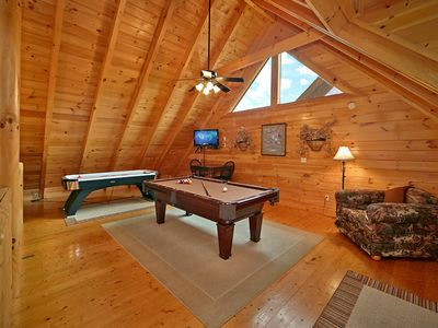 Superieur 2 Bedroom Cabin   Bear Hug   Beautiful 2 Bedroom Cabin, Located In Pigeon  Forge, TN. This Bear Creek Crossing Cabin Is Available For Your Familyu0027s  Vacation.