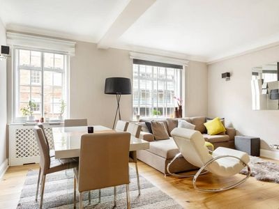 Photo for Modern & Stylish 2 Bed, 2 mins to Marble Arch