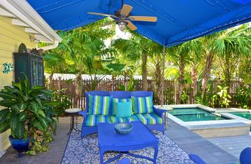 Lovely home w/ private pool and hot tub near shops and the beach - dogs OK!