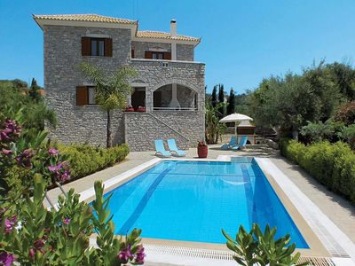 Photo for Air-conditioned stone villa w/ pool + garden, short walk to village + Venetian castle