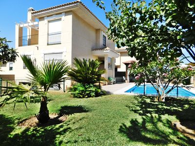 Photo for Sunny independent house for families w/pool, garde, barbecue, close to the town