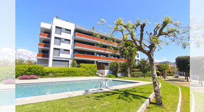 Photo for Sitges downtown apartment with pool, 5 minutes from the beach