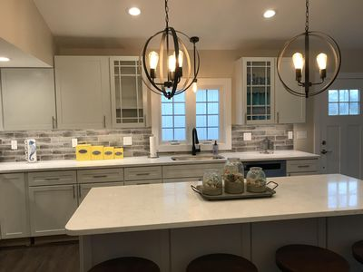 Newly renovated house minutes to South Shore Beach