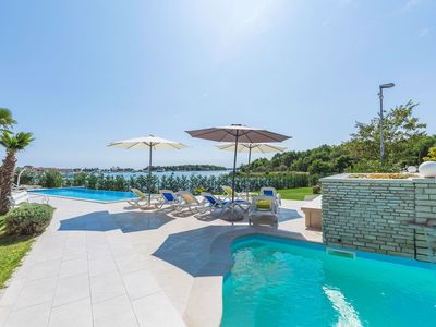 Photo for Modern apartment on the seafront with 2 pools, air conditioning, WiFi, sea view, terrace, barbecue and parking